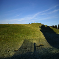 Morning Shadows - Gas Works Park Seattle (anadelmann) Tags: seattle blue light shadow sky usa plant green industry skyline sunrise landscape washington frost minolta hill f100 landmark 7d wa spaceneedle lakeunion konica dynax haag gasworkspark wallingford maxxum konicaminolta blueribbonwinner nationalregisterofhistoricplaces v1000 konicaminoltadynax7d richardhaag gasificationplant konicaminoltamaxxum7d gaslightcompany seattlecitylandmark americansocietyoflandscapearchitectspresidentsawardofdesignexcellence anadelmann