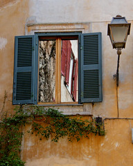 If Windows Could Talk (njk1951) Tags: rome roma reflections romanwindow windowscouldtalk walkinrome trasteverehistory narrowcobbledstreet imaginehistory