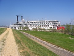 The American Queen at Oak Alley Plantation (bluerim) Tags: louisiana mississippiriver steamboat riverroad levee paddlewheel rivercruise oakalleyplantation americanqueen