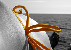 yellow moment | srga pillanat (artkele) Tags: sea summer bw italy yellow seaside bow cinqueterre swimsuit tenger tengerpart riomaggiore suntanning nyr srga olaszorszg feketefehr masni frdruha napozs artkele ballacsnge csngeballa