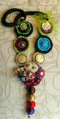 Colar de luz - Light necklace (Oh!.. So cute!) Tags: necklace colours artesanato colar efeitovalquria