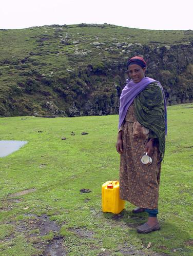 Aguadora en Debre Sina (Etiopía)