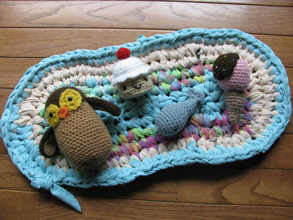 T-shirt rug, owl, cupcake, whale and ice cream cone crochet