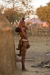 Namibia - Poblado Himba (Ale Ramirez) Tags: africa people african culture tribal safari afrika tribe ethnic namibia tribo himba afrique ethnology tribu frica namibie tribus ethnie epembevillage