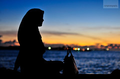 sunset silhouette (nathij) Tags: blue light sunset sea sky orange eye girl smile silhouette bag 50mm nikon hand lashes bokeh f14 rich shoreline young hijab hues um blacks nikko