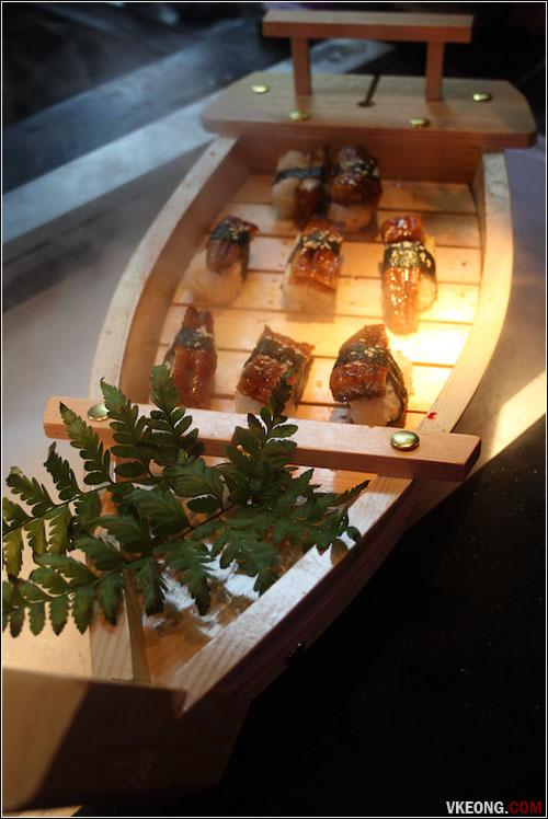 unagi-sushi-boat