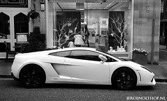 Lamborghini Gallardo LP560-4 (Jeroenolthof.nl) Tags: street red italy white black hot london car square lights italian jeroen nikon closed walk rear wheels d70s super knightsbridge exotic ii harriet londres kensington rims lamborghini sant londra luxury coupe supercar vr 56 agata gallardo exotics bolognese londen sloane f35 belgravia 1685 olthof lp560 lp5604 wwwjeroenolthofnl jeroenolthofnl jeroenolthof
