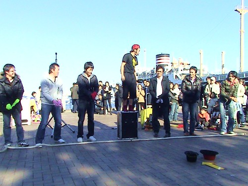 street performer and audience