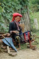 Chica Dzao Rojo en Sapa (Vietnam) (Fernando Laq) Tags: asia vietnam viajes pueblos sapa dzao tribu razas reddzao etnias grupostnicos dzaorojo