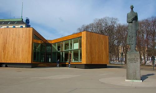 VM-paviljongen og statuen av kong Haakon
