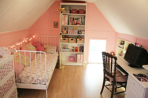 pink attic by hellololla.