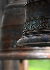 Glocken am Nepaltempel (gek-ko) Tags: bokeh gekko glocke ausschnitt wiesent nepaltempel nepalpavillion mygearandmepremium mygearandmebronze mygearandmesilver musictomyeyeslevel1