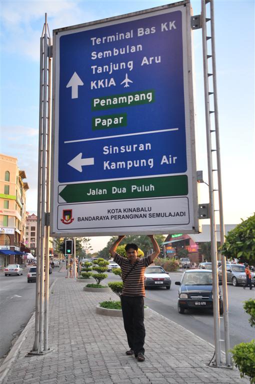 Di salah satu jalan di Kota Kinabalu