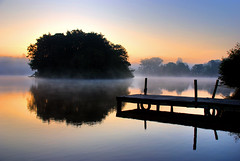 Ellesmere - Moscow Island (Ian-Andrew) Tags: mist reflection water sunrise shropshire mere ellesmere moscowisland dapagroupmeritaward3 ianandrew