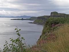 Isla de Skye (Rubn Hoya) Tags: uk sea costa skye island coast scotland mar united kingdom escocia cliffs gran isla reino unido bretaa acantilados scotlanda