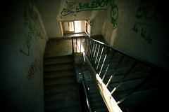 IMG_2109 (sten kat) Tags: old abandoned stairs graffiti tag mansion escalier vieux manoir abandonee