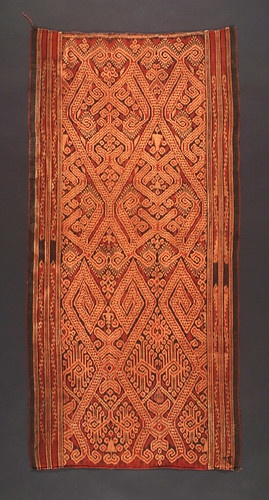 //Bidang//, Iban people. Sarawak 20th century, 50 x 101 cm. Lintah motif. From the Teo Family collection, Kuching. Photograph by D Dunlop.