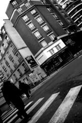 Street (Tatiana L.) Tags: street paris blackwhite rue immeuble noirblanc pieton