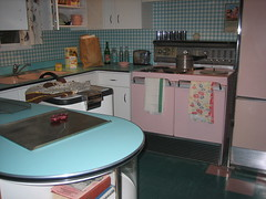 Vintage Kitchen Display (reclark) Tags: pink wallpaper kitchen museum vintage 1940 lansing retro stove cabinets