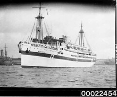 Harbour scene of hospital ship MANUNDA, 17th August 1940 (Australian National Maritime Museum on The Commons) Tags: ship wwii worldwarii pto ran secondworldwar worldwartwo oceanliner pacifictheatre hospitalship royalaustraliannavy pacifictheater australiannationalmaritimemuseum cargoliner manunda pacifictheaterofoperations adelaidesteamshipcompany pacifictheatreofoperations thehoodcollection williambeardmoreco tsmvmanunda hmasmanunda