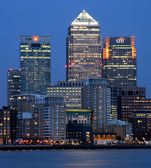 London Canary Wharf (david.bank (www.david-bank.com)) Tags: uk england money london thames river twilight skyscrapers dusk district bank highrise bluehour canarywharf financial hsbc citi onecanadasquare investmentbank creditcrunch