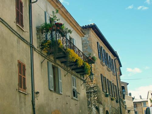2008-Italy-EB490-Dig_Balcony_garden_in_Oriveto_Italy