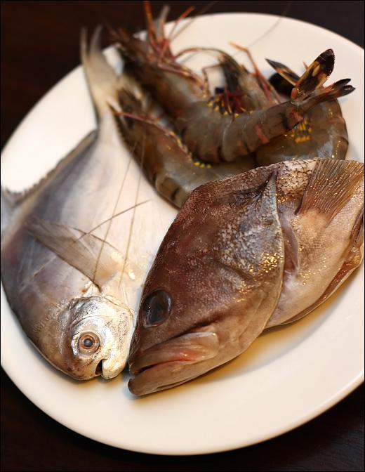 pomfret-garoupa-prawns