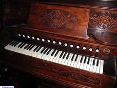 Woolsheds organ keyboard