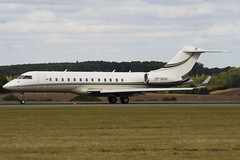 VP-BEM - Private - Bombardier BD-700 Global Express - Luton - 091001 - Steven Gray - IMG_9766