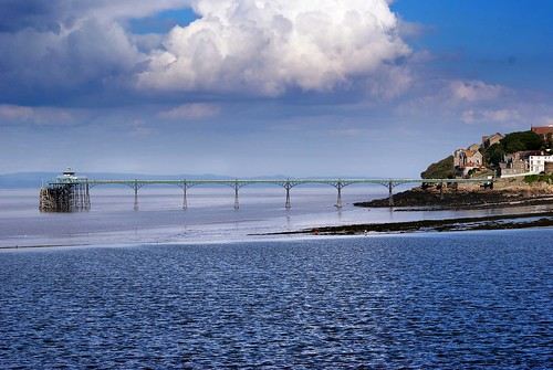 Clevedon Pier in Somerset - picture by gibsonplayer on flickr