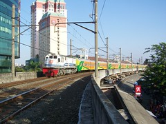 KLB Rangkaian Kereta Ekonomi Baru (chris railway) Tags: new railroad station train indonesia tren photo eisenbahn railway zug jakarta locomotive stasiun bahn treno railfan klb ka kota baru spoor kereta locomotora beos ferrocarril ferrovia treni spoorweg manggadua  locomotiva   chemindefer  hotelibis pocig       lokomotif manggarai ferroviaire ekonomi keretaapi jayakarta brantas  cc201   tuho   kutojaya   mangdu   oto rellayang mblusuk cc20181 keretaluarbiasa nutrisari gayabarumalam jalanlayangkereta ferrovipathe ferrovira fotografiaferrovira
