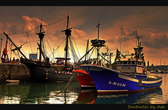 Fishing Boats in Santurce (Asi75er) Tags: travel port photoshop canon puerto eos ship victoria bilbao elements nubes zb nao bizkaia euskalherria hdr euskadi vizcaya bilbo basquecountry paisvasco carabela photoshopelements santurce santurtzi pesquero 400d canoneos400d ±100aшαrđzorlessthan«500»♥crazy♥comments redmatrix