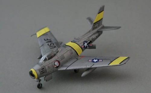 Trumpiter 1/144 F-86F-30-NA Sabre 1