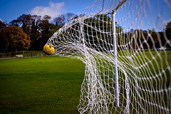 Experimental_shots + Goal = ; ) Explored! (Karina Oliveira Mansfield) Tags: park game net ball football goal explore winner knockout match pitch win bola score rede futebol penalty goalpost explored mrsrovingeye karinamansfield welcomeuk