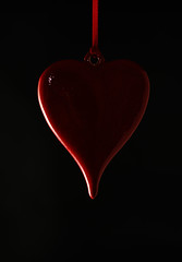 Standing in the shadows of love (The Green Album) Tags: red abstract black love ceramic blood heart flash valentine amour wireless suspended highlight valentinesday mywinners abigfave aplusphoto theunforgettablepictures goldstaraward