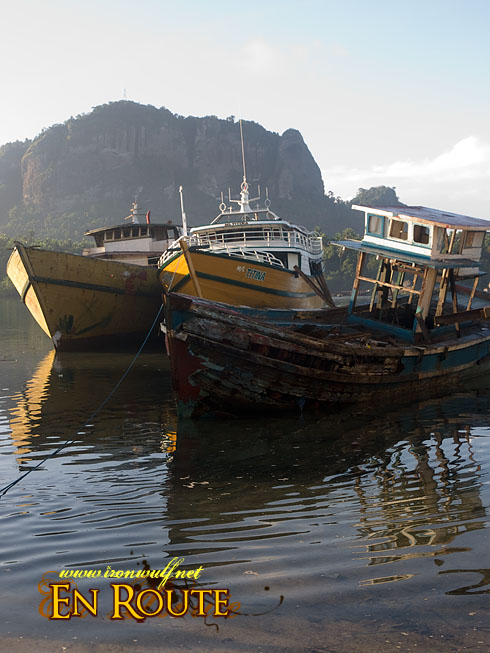 Pagasinan Ships on Shore