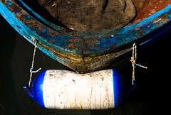 crusty stem (Lucilla Bertocchini) Tags: leica blue italy seascape color colour boat stem barca italia colore blu bumper fender tuscany toscana livorno molo prua leghorn peschereccio lucilla parabordo digilux3 bertocchini lucillabertocchini hapescatonaseppiaevvia