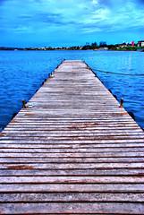 Pier - Lago Parano (Pedro Cavalcante) Tags: blue brazil lake braslia azul brasil america lago see pier muelle agua amrica nikon meer lac brasilien acqua quai molo hdr brasilia brasile brsil amricadosul innsj brazili     banchina 18135   d80  aanlegsteiger nikond80 landebrcke pedrocavalcante