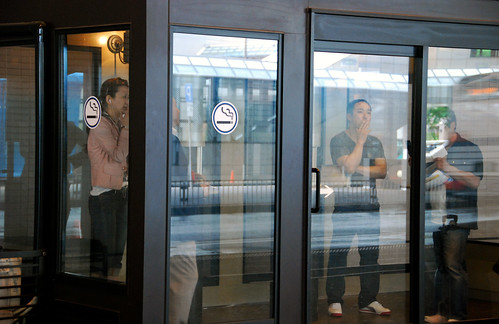 smoking box, tokyo airport