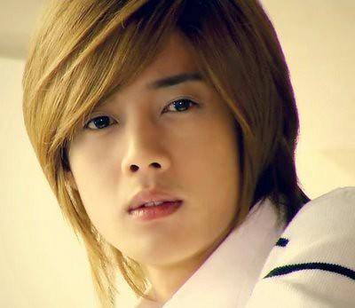 Sebagai Ji Hoo yang kalem dalam Boys Before Flowers
