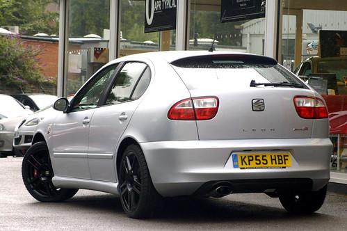 Seat Leon Cupra Black. Seat Leon Cupra R 225 Rear