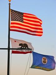 American and California Flags (Eric Demarcq) Tags: california usa losangeles americanflag venicebeach laist caloforniausalosangelesvenicebeache californiecalifornialosangelesusavenicehollywoodsantamonicamalibu discoverla ericdemarcq