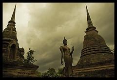 Tormenta (dayangchi) Tags: storm thailand stupa tailandia dos tormenta buda sukhotai chedi ltytr1 dayangchi