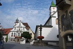 Kirchplatz in Wangen im Allgäu mit St. Martinskirche und Rathaus
