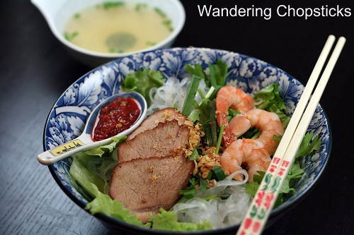 Hu Tieu Saigon (Vietnamese Clear Noodle Barbecued Pork and Shrimp Soup) 1
