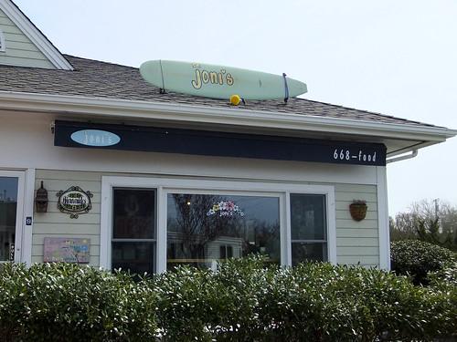 Exterior, Joni's