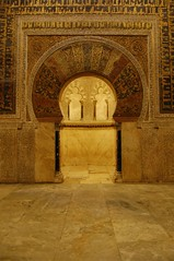 Al-Mubarak. La puerta del paraso I. (rafaelpavonreina) Tags: door espaa color art andaluca spain puerta poetry arte arc mosaics mosque arabic southern mezquita sur crdoba arco islamic poesa mosaicos alandalus rabe islmico andalus