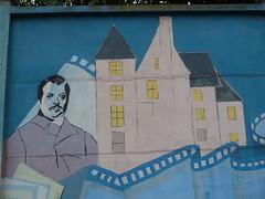 Balzac devant le château de Saché. Fresque réalisée par les lycéens du L.P. F. Clouet, circa 1990. Rue Edouard Vaillant, Tours, 28 janvier 2009.
