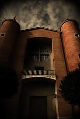 En la oscuridad... (fotografa Juan Moreno) Tags: espaa spain nikon iglesia valladolid cielo fe 2009 rik contrapicado oscuridad giron pucela castillayleon d80 elrik nikond80 rik09