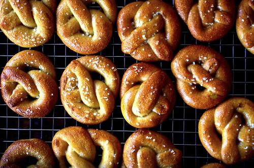 tiny pretzels, tiny pretzels